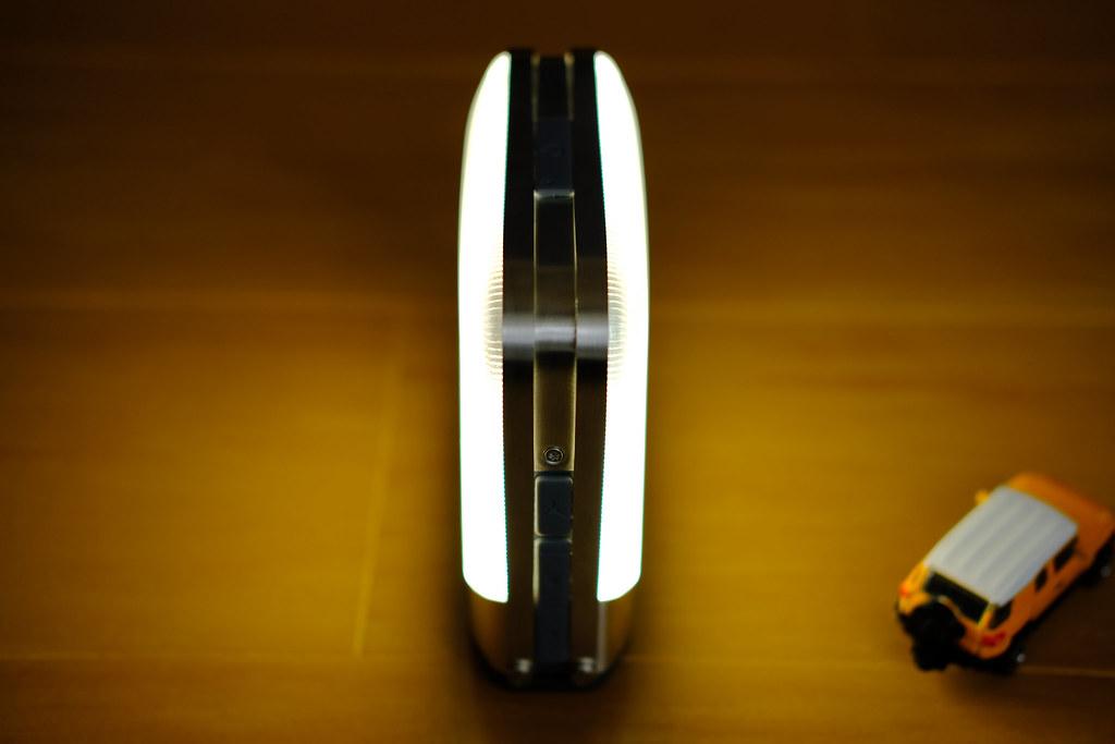 BioLite ベースランタン 両パネル点灯
