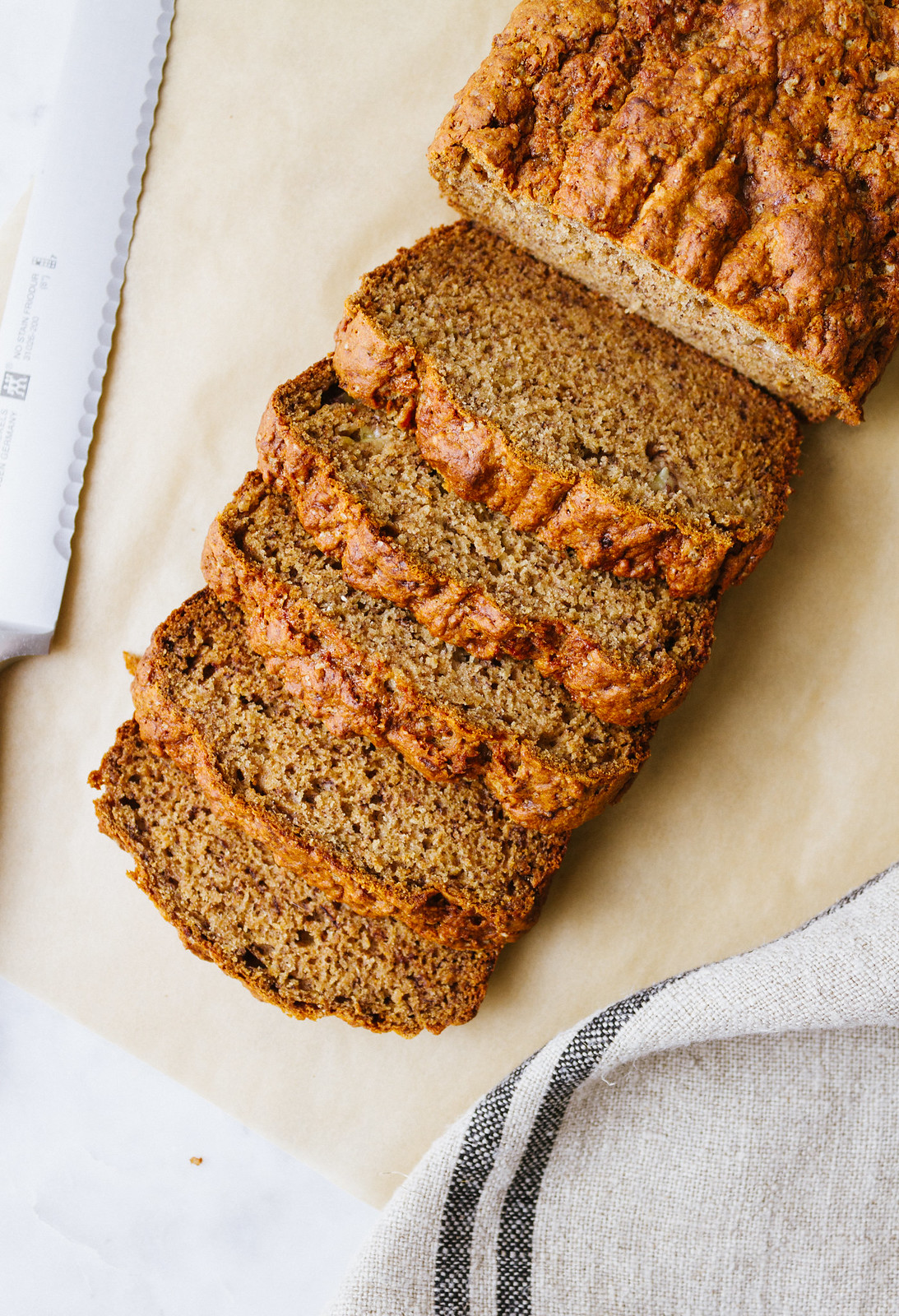VEGAN BANANA BREAD (HEALTHY + EASY)