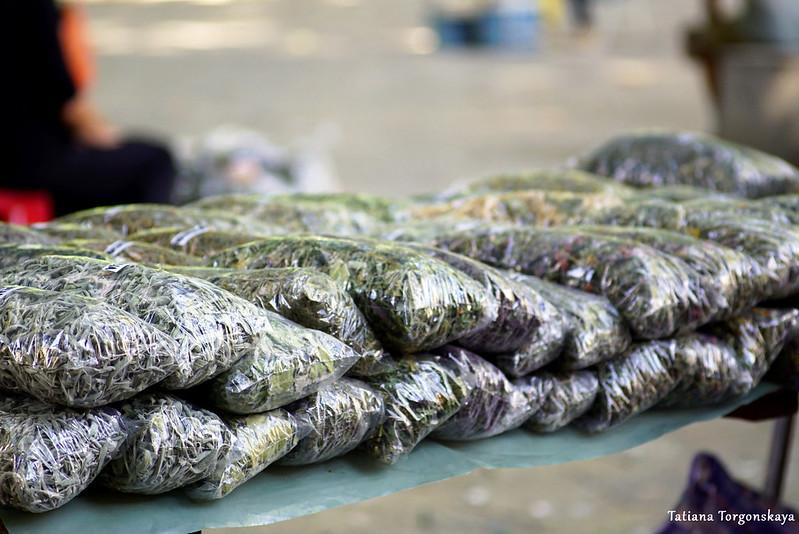 Сушеные травы на рынке в Требине