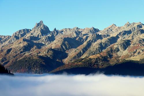 Au petit matin, mer de nuages dans la vallée de l'Eau d'Olle