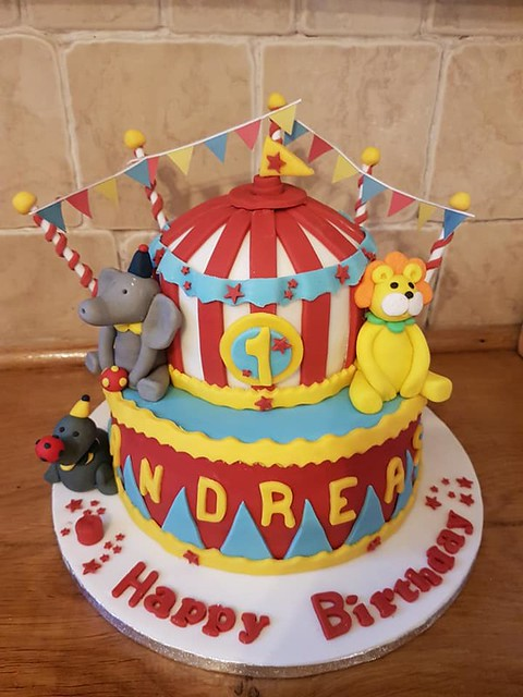 Cake by Hedgerow Bakes & Cakes