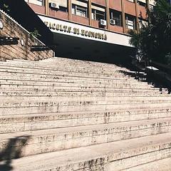 #Buongiorno Sapienza con una foto dell'Edificio di Economia di @martinedelon ・・・ #Repost: «#ready:woman::mortar_board:✍» ・・・ #repostSapienza #ImmaginiDallaSapienza di #studentiSapienza #EdEconomia_Sapienza #LuoghiDellaSapienza #Econom_Sapienza #Deap_Sapi