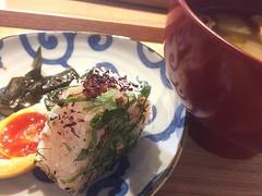 breakfast at misojyu❤︎ ・ ・ ・ #万顔寺唐辛子 #冬瓜 #油揚げ #梅 #味玉 #昆布 #みそじゅう #浅草 #朝ごはん #manganjipepper #tougan #aburaage #misosoup #味噌汁 #ume #ajitama #konbu #misojyu #asakusa #tokyo #japan #breakfast