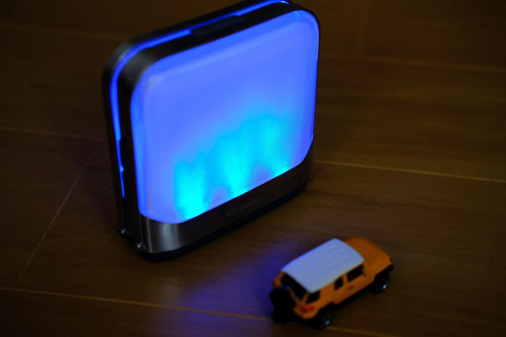 BioLite ベースランタン 青く点灯