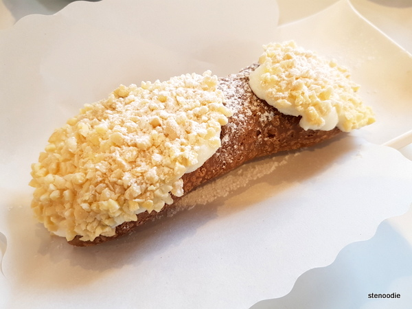 Almond cream cannoli