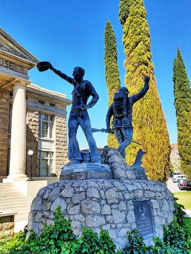 arizona mohavecounty kingman usccazmohave us66 route66 courthouses courthouse countycourthouse outsideart sculpture emviquesney