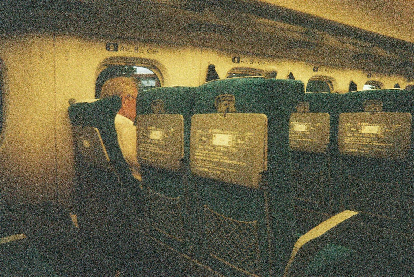 F1000011