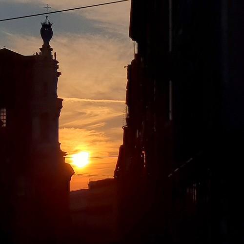 Roma: tramonto a via Crispi