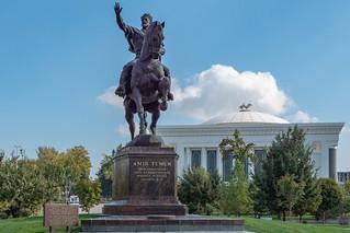 Amir Timur Denkmal vor dem Amir Timur Museum in Taschkent