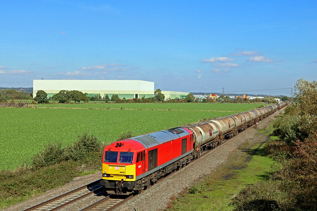 DB Cargo 60010 passes Catholme near Wichnor Junction on 25.9.18 with 6M57 0715 Lindsey Oil Refinery to Kingsbury Oil Sdgs loaded bogie tanks