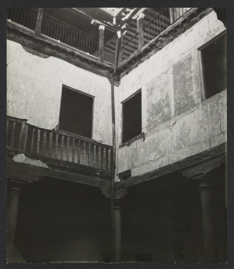 Casa de Martín Ramírez, comerciante en el origen de la fundación del convento carmelita de Toledo. Fotografía de Yvonne Chevalier en 1949 © Roger Viollet