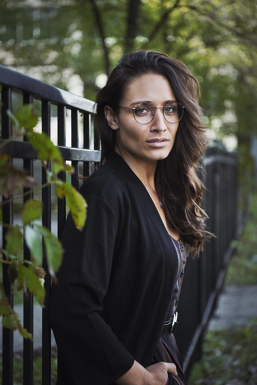 Camille Dg avec des lunettes rondes