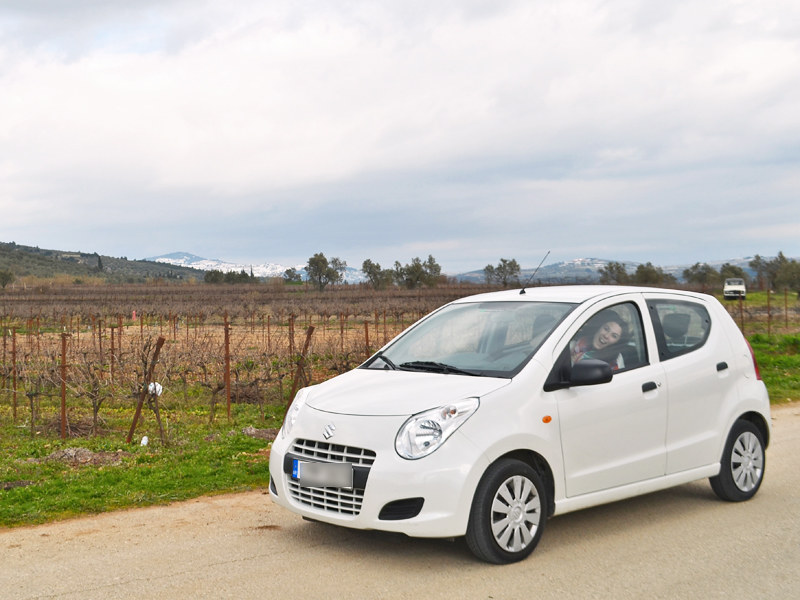 Conoce qué compañía ofrece los mejores precios de coche de alquiler para tu próximo viaje a Atenas (Grecia)