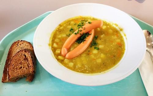 Pea stew with wiener & famer bread / Erbseneintopf mit Wiener Würstchen & Bauernbrot