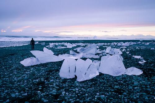 Diamond beach (Jökulsárlón) - Glacier Lagoon 2 Day Tour. Photographer Scott Drummond