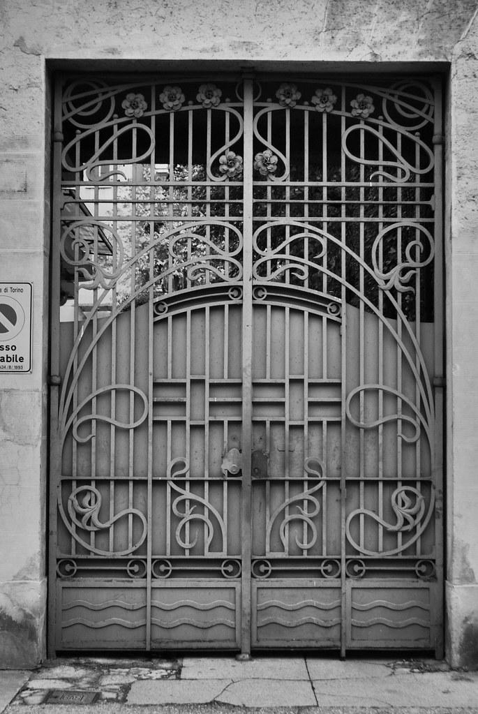 Superbe portails art nouveau du quartier de Borgo Po à Turin.