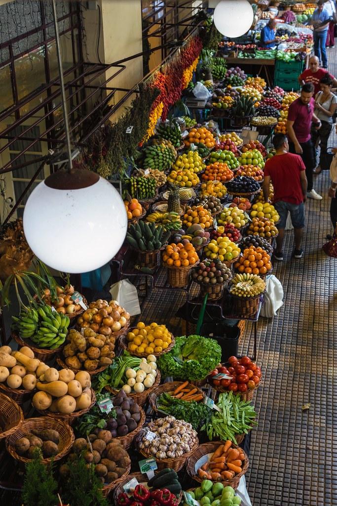 Inside Mercado dos Lavradores