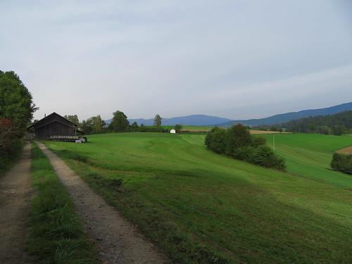 20170928 01 639 ostbay Berge Wald Wiese Herbst Bäume Hütte Weg