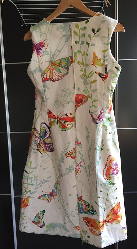 vlinderjurk handsewn dress fitted continuous hem selfdrafted pattern butterfly fabric