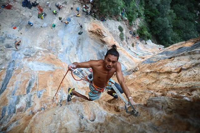 Η Μυθική Πελοπόννησος αναρριχάται στον κόκκινο βράχο του Λεωνιδίου