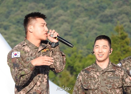 Taeyang Daesung Ground Forces Festival 2018-10-08 Day 3 (4)