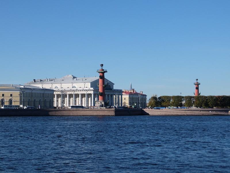Санкт-Петербург - Биржа и ростральные колонны
