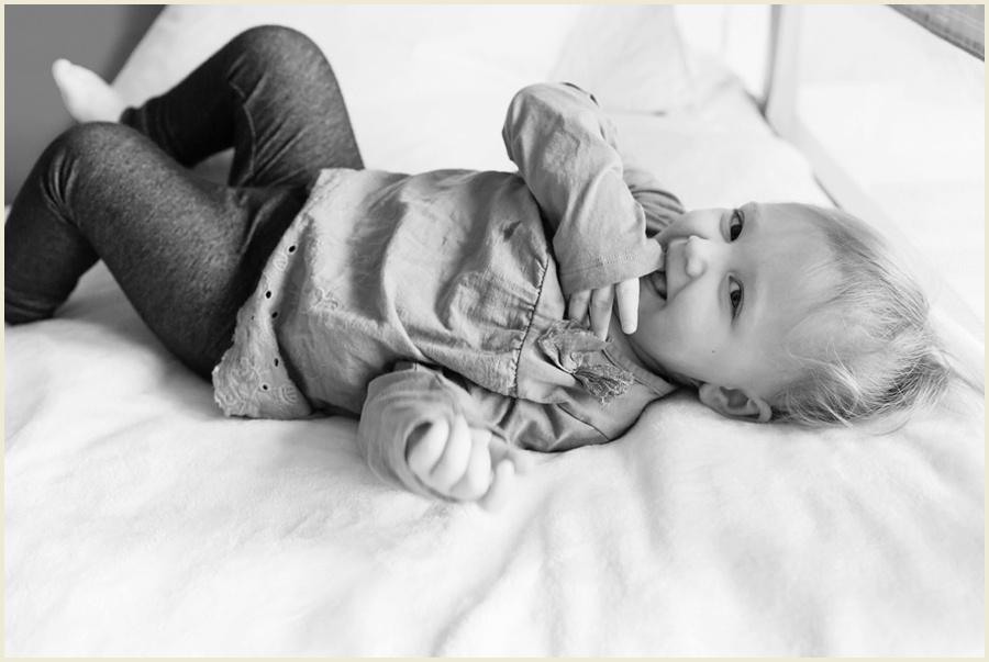 sienna-newborn-23-bw