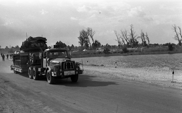 Scammell-Contractor-carries-M48-from-canal-area-1974-hhe-1-israel-sun