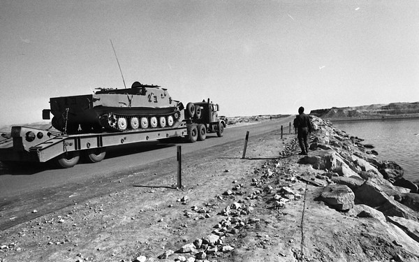 Scammell-Contractor-carries-Btr50-from-canal-area-1974-hhe-1-israel-sun