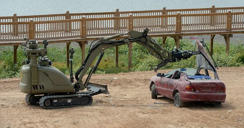 IAI-robotic-excavator-exhibition-rlz-20150907-npc-1