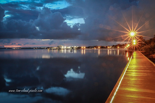 light lamps lamppost starburst boardwalk water river saintlucieriver downtownstuart florida martincounty usa clouds cloudy weather sky reflect reflection nature mothernature seascape landscape sunrise dawn night nighttime
