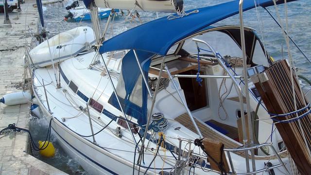Κινδυνεύει σκάφος στο Λιμάνι Νικιάνας