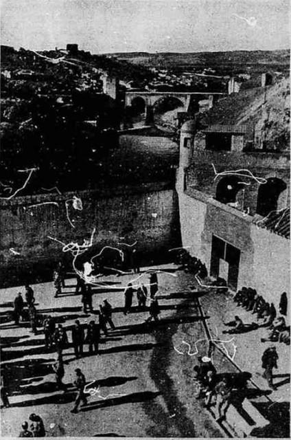Convento de San Gil usado como cárcel en 1936 durante la guerra civil. Publicada en Stampa.
