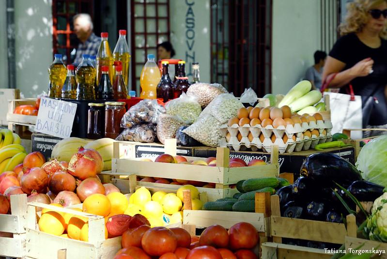 Прилавок с рынка в Требине