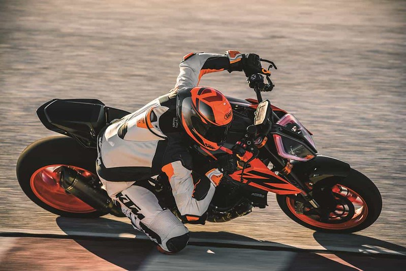 KTM 1290 SUPER DUKE R_Action 04
