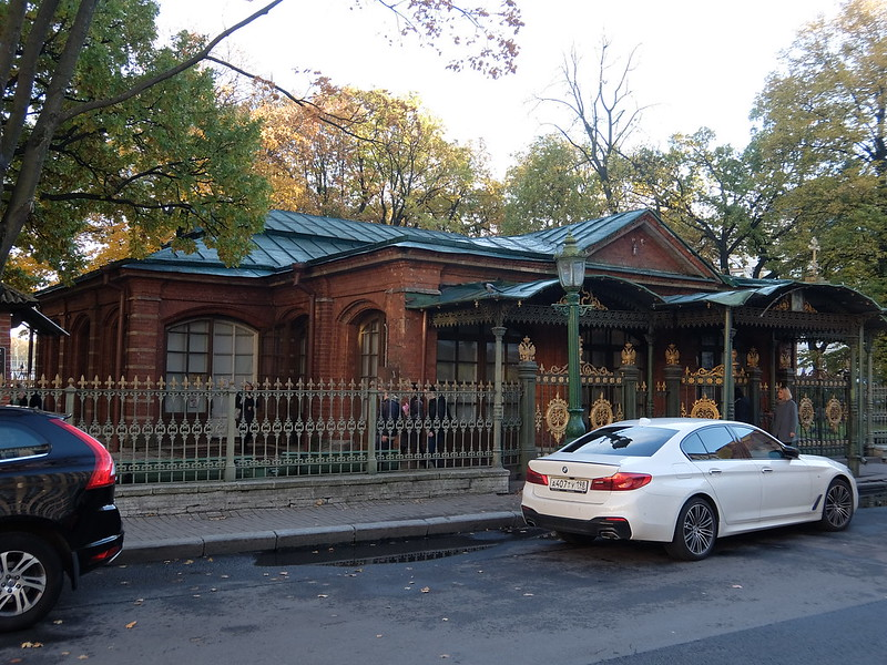 Санкт-Петербург - Вход в домик Петра