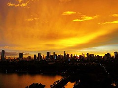 #sunset glow after the (seemingly constant) rain today in #bangkok