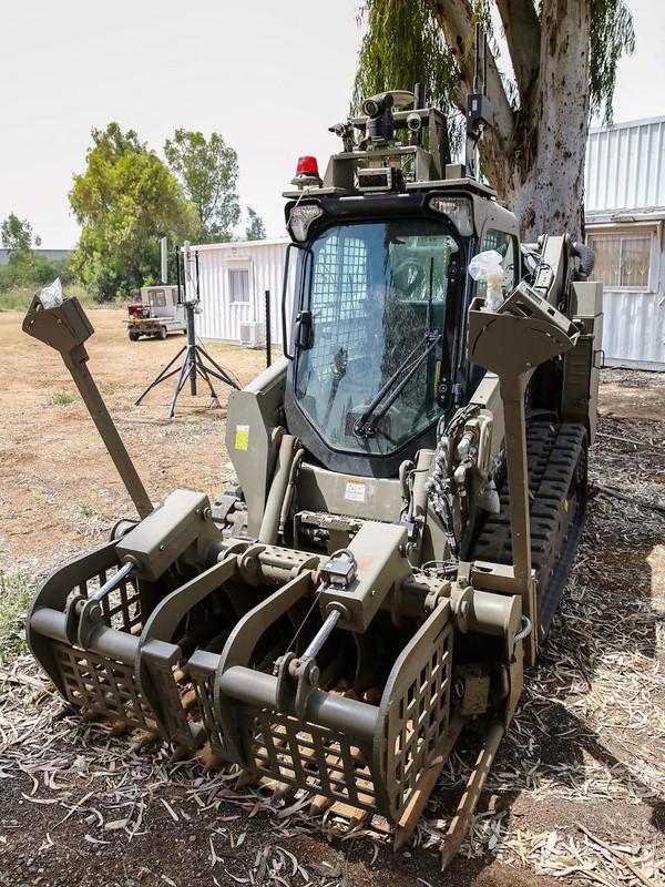 IAI-Sahar-robotic-bulldozer-c2017-f-1