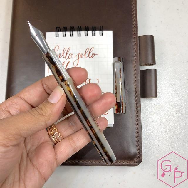 Unboxing Faggionato Petrarque Le Majestic Fountain Pen 4