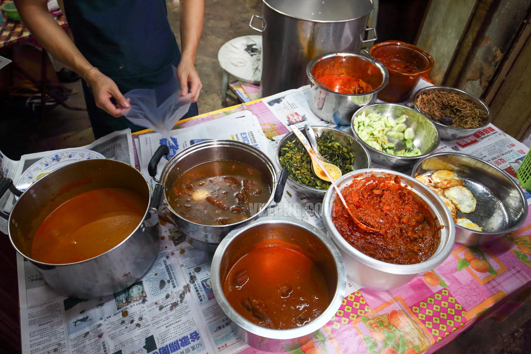 Taste-Legendary-Nasi-Lemak-Chow-Kit-KL