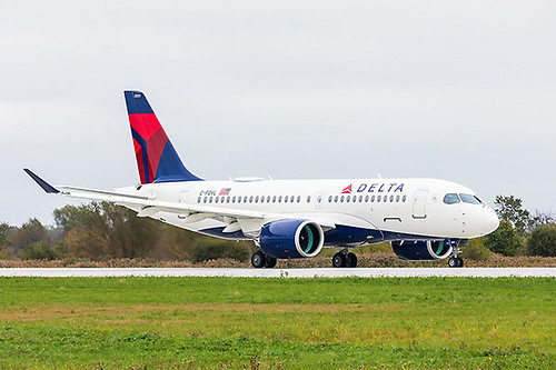 Delta A220-100 rolling (Airbus)