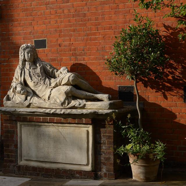 D61_8298_8575 Oliver Goldsmith Temple Churchyard