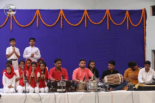Devotional song by Bal Sangat, Dehradun