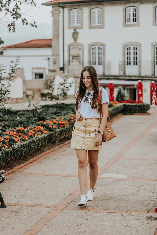 ootd_yellow_vintage_skirt_tshirt_converse