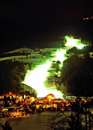 Talbahn bei Nacht
