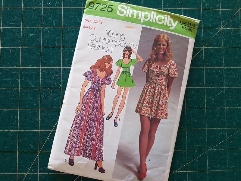 Vintage Simplicity 9725 in printed voile