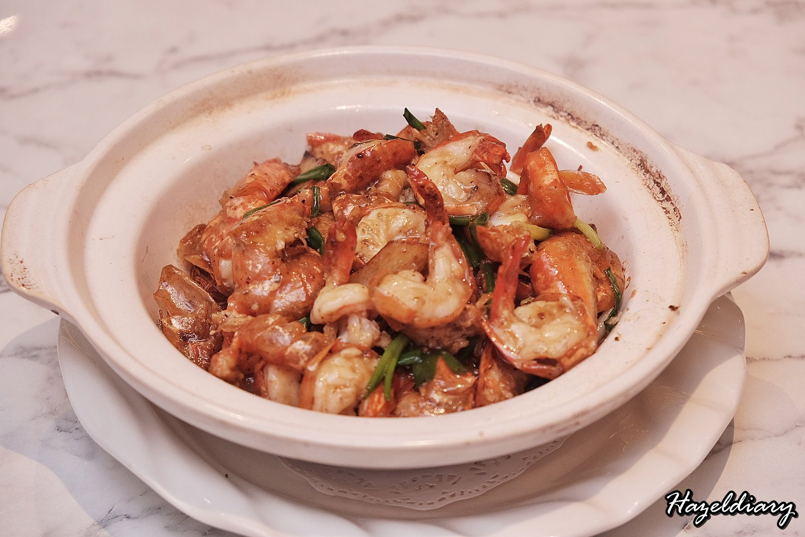 Crystal Jade Kitchen Holland Village-Sauteed Live Prawn with Vermicelli, White Peppercorn, Ginger and Scallion in Claypot