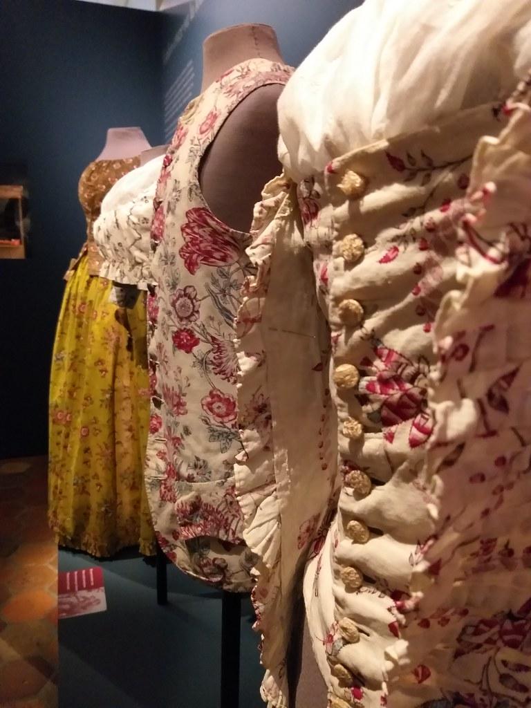 Vêtements XVIIIème siècle en indienne