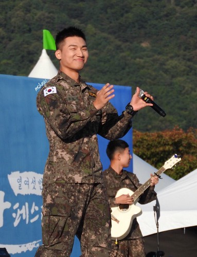 Taeyang Daesung Ground Forces Festival 2018-10-08 Day 3 (2)
