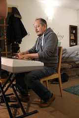 Canon EOS 60D - Cooking With Friends - Mads playing Piano